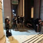 ライトアップされた林百貨店を撮影する台湾の若者たち。2014年6月にリニューアルオープンして以来、夜も撮影する人が多い