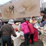 台北市内で行われた平和茶話会で韓国のチマチョゴリや日本の和服で歓迎するスタッフら