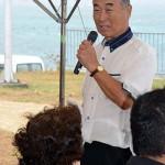 除幕式開会にあたり、主催者を代表してあいさつする三木巖・顕彰碑建立期成会会長