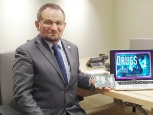 「薬物のない世界のための財団」フランス支部代表のロベール・ガリベールさん