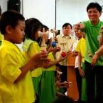 フィリピンの小学校でのけん玉教室