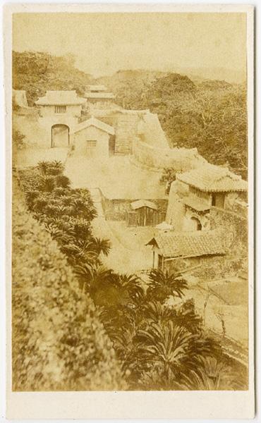 戦災前に撮影された首里城の写真を発見