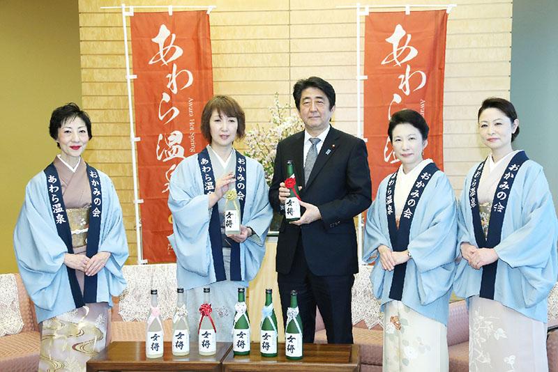 安倍首相、福井・あわら温泉おかみと面会