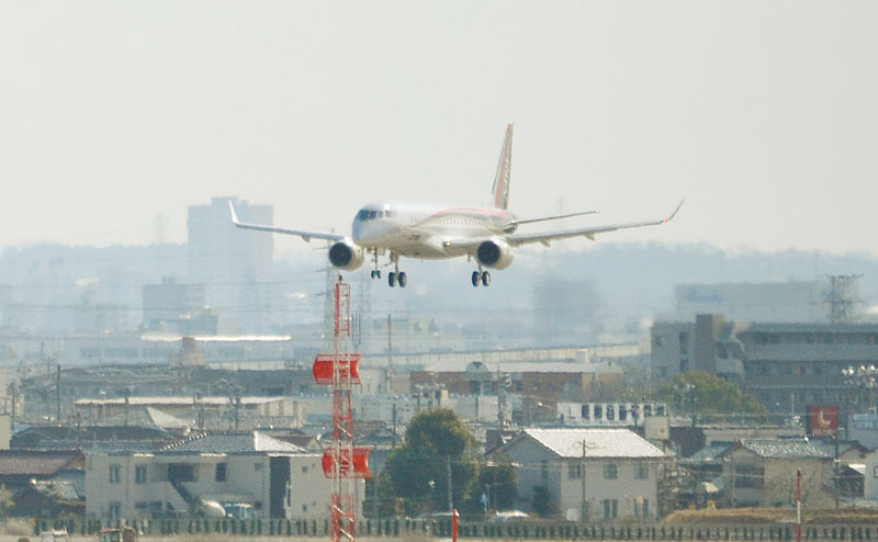 三菱航空機、開発中のMRJの飛行試験を再開