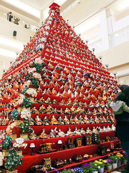 鴻巣市で巨大ひな壇のピラミッドがお披露目