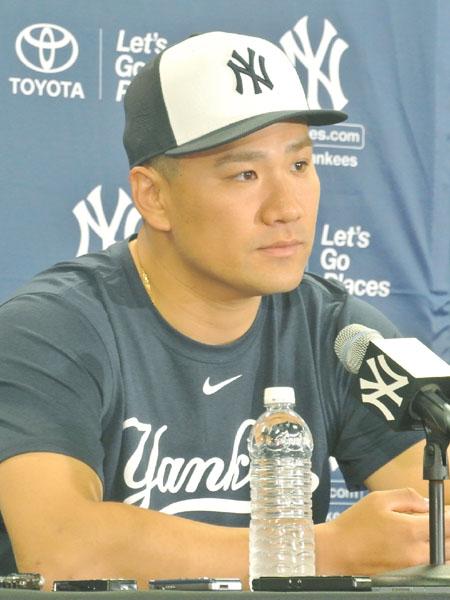 田中将大投手、パパになってキャンプイン