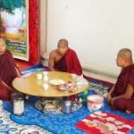 ミャンマー僧侶のティータイム