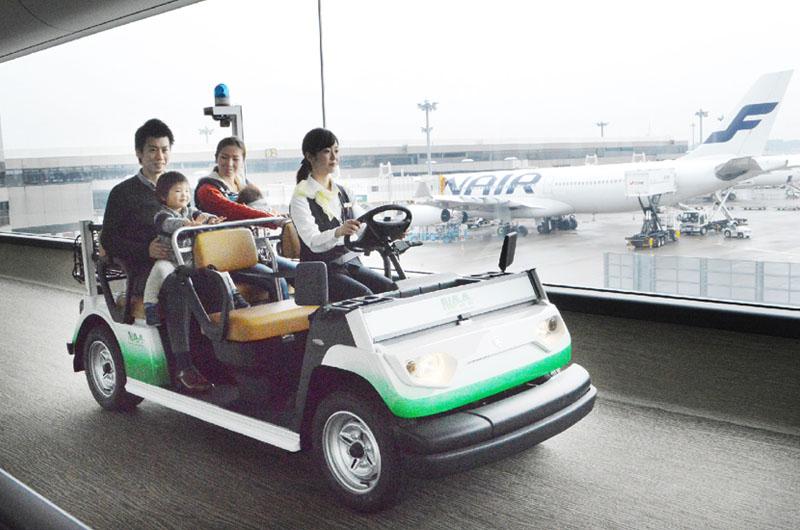 成田空港で電動カートの試験運用が始まる