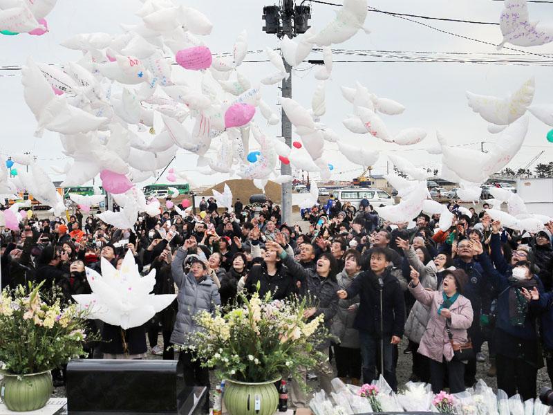 東日本大震災5年、「残った家族見守って」