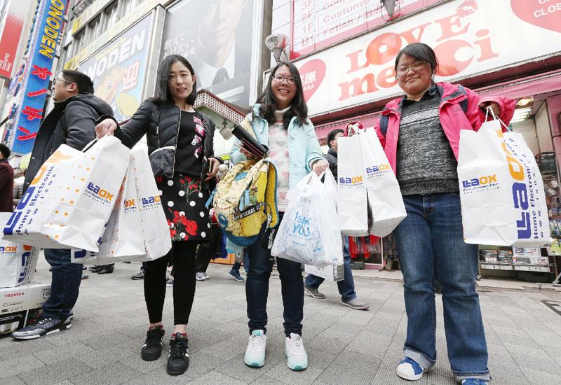春節旅行で訪日客増、化粧品・食品の伸び目立つ