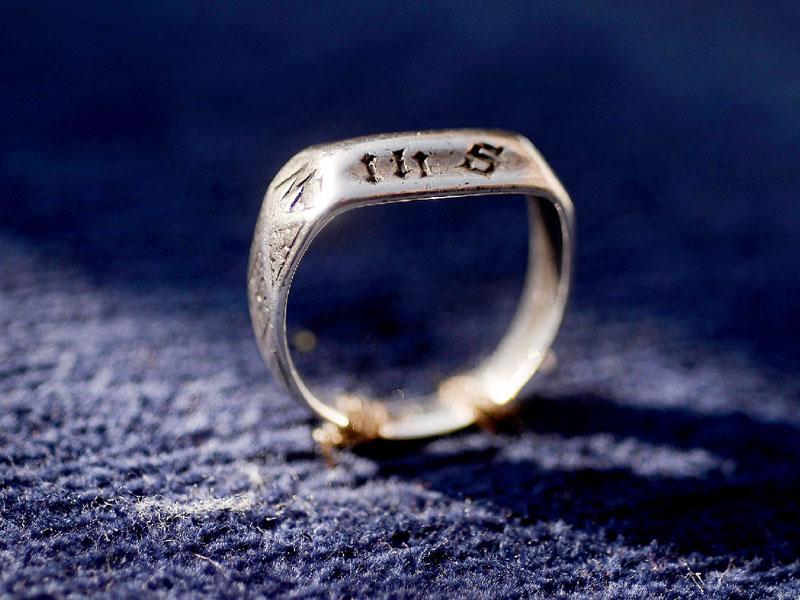 ジャンヌ・ダルクの指輪?歴史テーマパークで展示