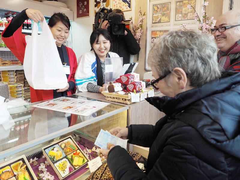海外初、JR東日本がパリで駅弁を販売