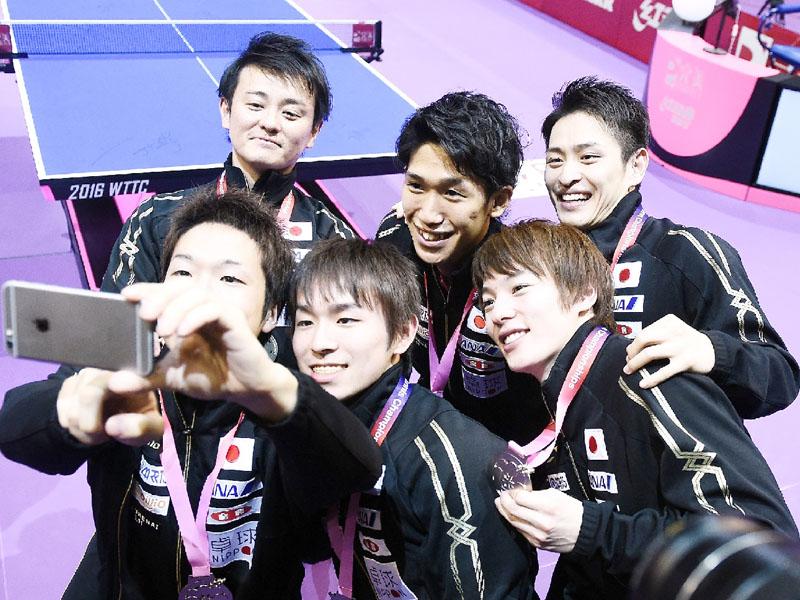 日本は世界卓球でアベックで銀メダル