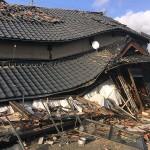 熊本地震の被災地では木造家屋が倒壊し、被災の爪痕が残る=4月19日、熊本県阿蘇郡南阿蘇村で(読者撮影)