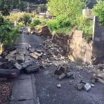 熊本地震の被災地ではブロック塀が倒壊し、被災の爪痕が残る=4月17日、熊本県阿蘇郡南阿蘇村で(読者撮影)