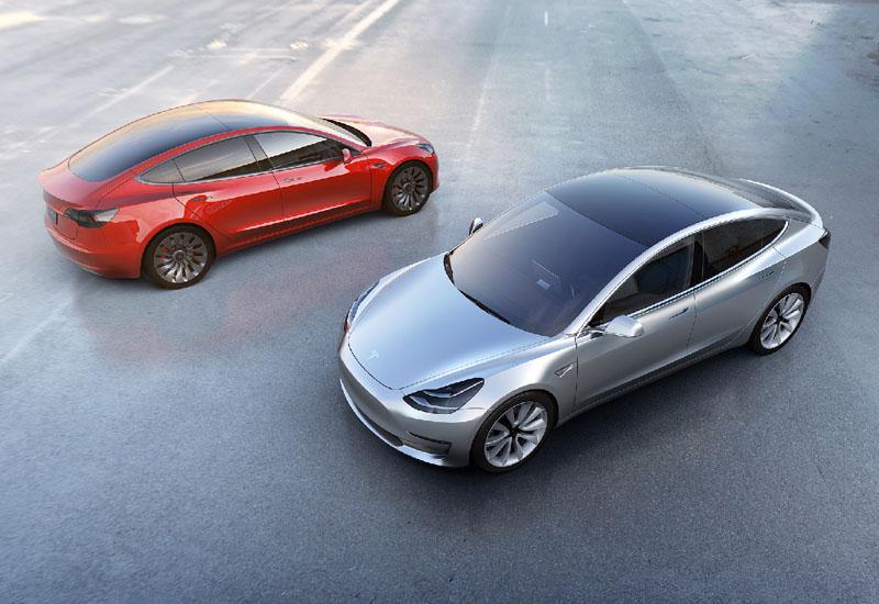 米テスラが新型EV「モデル3」の予約開始