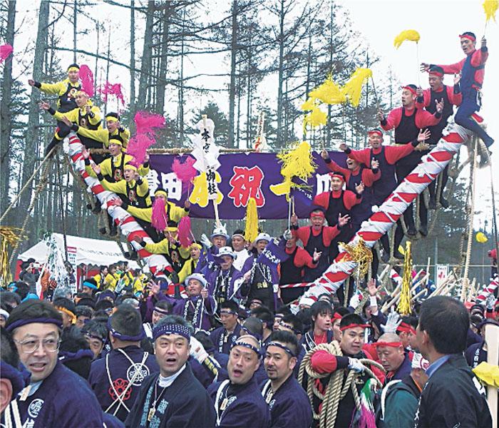 数えで7年に1度、諏訪大社の「御柱祭」始まる
