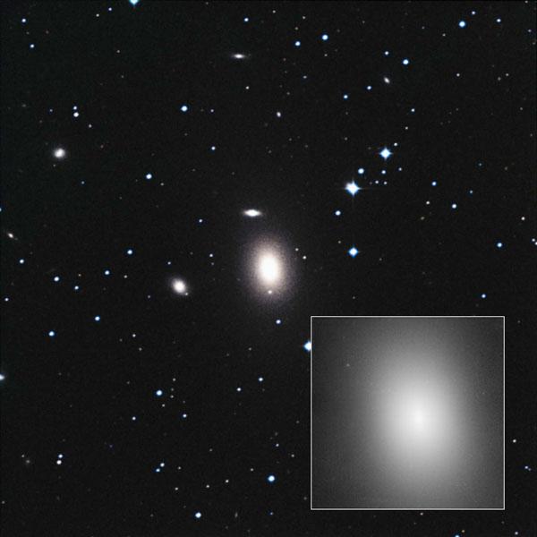 ブラックホール、銀河の小集団でも超巨大に