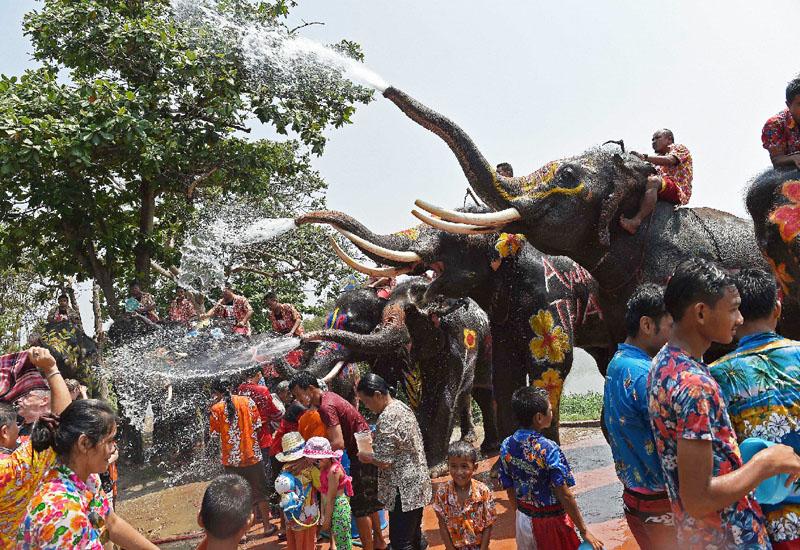 ソンクラーン、新年を祝う「水掛け祭り」