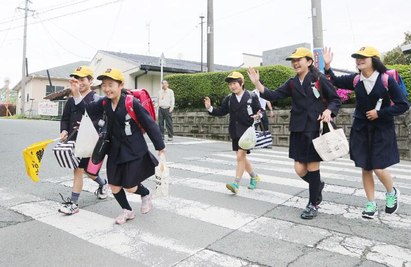 熊本県内の小学校が一部再開、公立300超なお休校