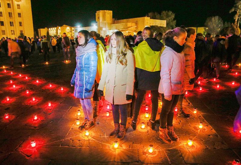 チェルノブイリ原発事故の殉職者に祈りの光