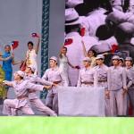 日本統治時代が終わり、国民党軍が台湾に逃げ込んで最初は台湾人が狂喜乱舞し、歓迎する時代を演出
