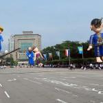 台湾総統就任式典を盛り上げる巨大な人形。オランダ統治から400年間の歴史を示している