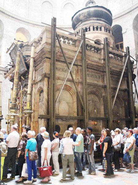 「イエス・キリストの墓」の修復が始まる