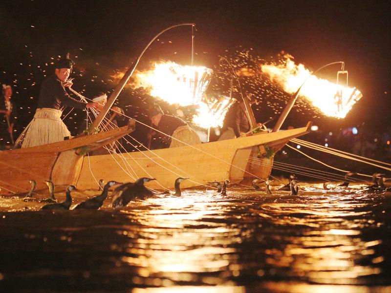 長良川で初夏の訪れ告げる「鵜飼い開き」