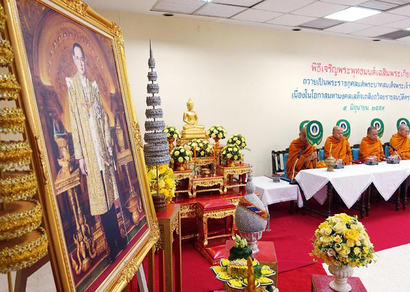 タイのプミポン国王、在位70年を迎える