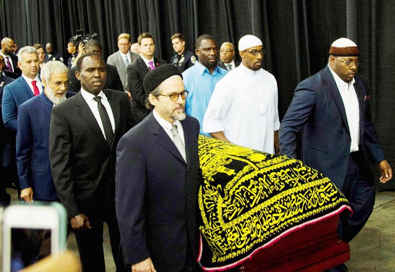 モハメド・アリ氏のイスラム式葬が営まれる