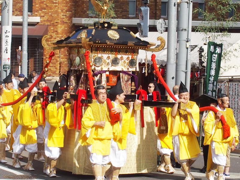 日本三大祭の一つ、山王祭の「神幸祭」行われる