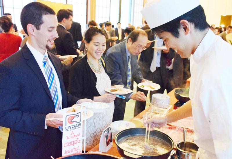 しゃぶしゃぶやすしで舌鼓「日本食もっと知って」