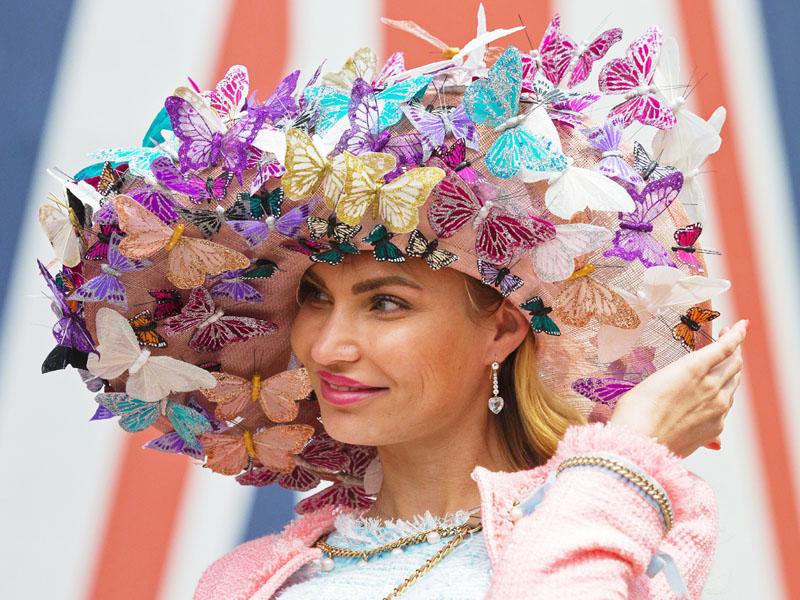 「ロイヤルアスコット」、華麗な帽子で応援