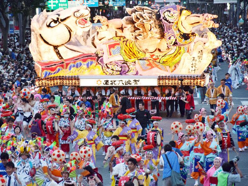 震災復興を願って「東北六魂祭」青森市で始まる