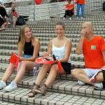 7月1日、愛国愛港大連盟の香港返還19周年記念イベントに参加する欧米人の若者ら