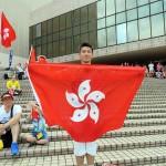 7月1日、愛国愛港大連盟の香港返還19周年記念イベントで香港特別行政区旗を広げる香港人