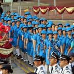 1日の国旗掲揚式に参加する香港のガールスカウトたち
