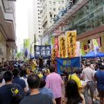 7月1日、民主派デモの前に香港の銅鑼湾(コーズウェイベイ)で支援を呼びかける急進民主派の人民力量