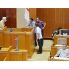 沖縄県議会で「不法就労」と召還を求める声