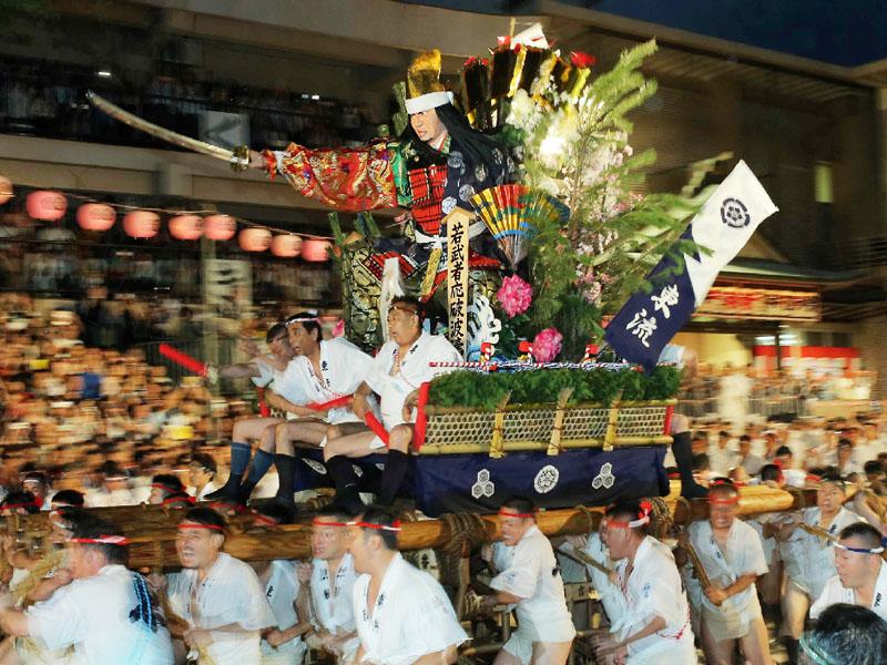 伝統の夏祭り「博多祇園山笠」が迫力のフィナーレ