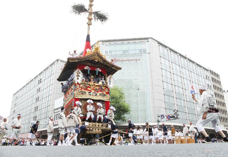 京都の夏の風物詩、祇園祭で「山鉾巡行」