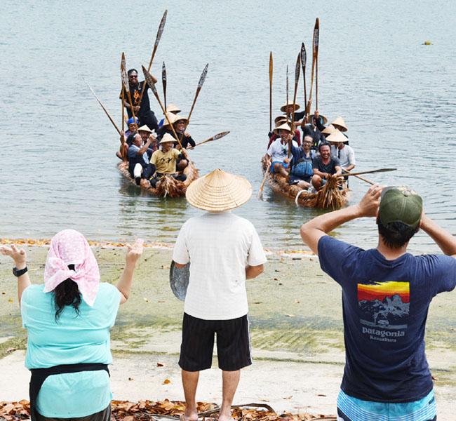 3万年前の航海再現する草舟、西表島に到着