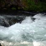 激しい水しぶき