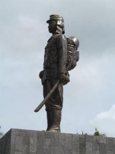 モロタイ島にある中村輝夫さんの記念碑