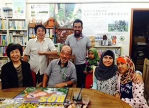 後ろ右アバスさんとご家族。前列中央副代表理事小坂博さん
