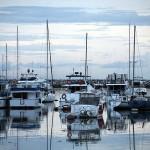 マニラ湾に係留されている高級ヨット