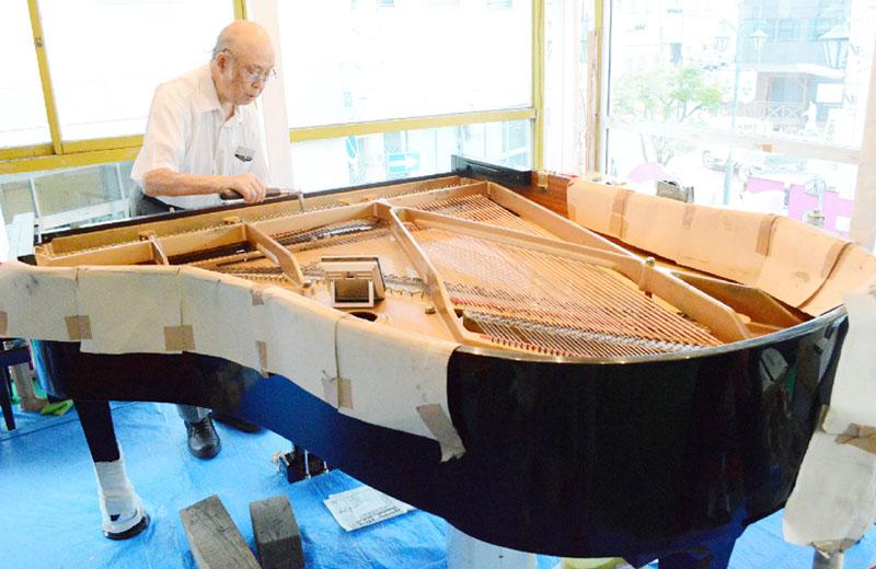 被災したグランドピアノ、修復されてお披露目へ