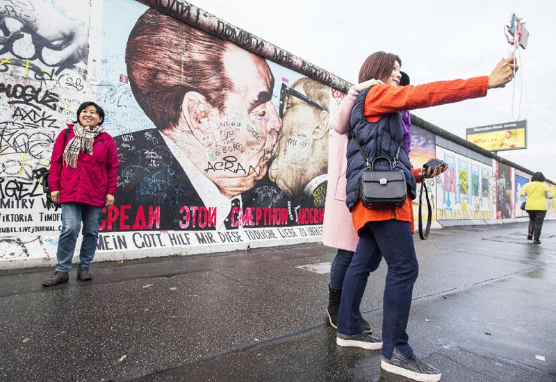 建設から55年、ごみの中に「ベルリンの壁」