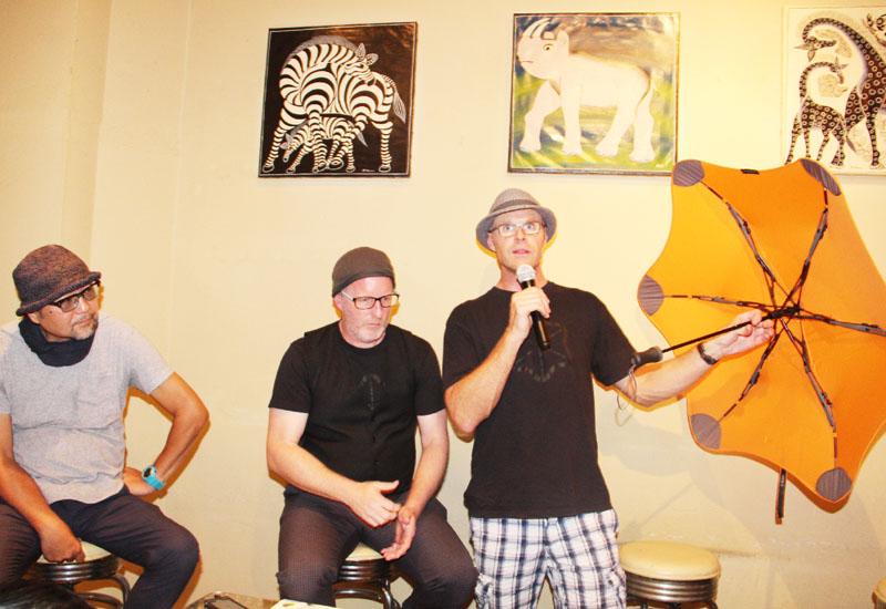 傘メーカーがトークショー「傘を使う人に喜びを」